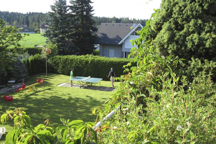 Tischtennis auf der Spielwiese